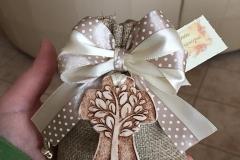 Bomboniere comunione, croce con albero della vita in ceramica dipinta a mano