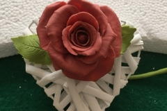 Idea bomboniera Rosa in porcellana fredda