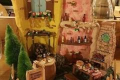 Tegola con miniature realizzate interamente a mano per un Locale